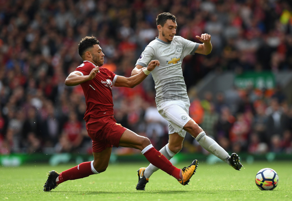 Oxlade-Chamberlain competes for the ball with Darmian