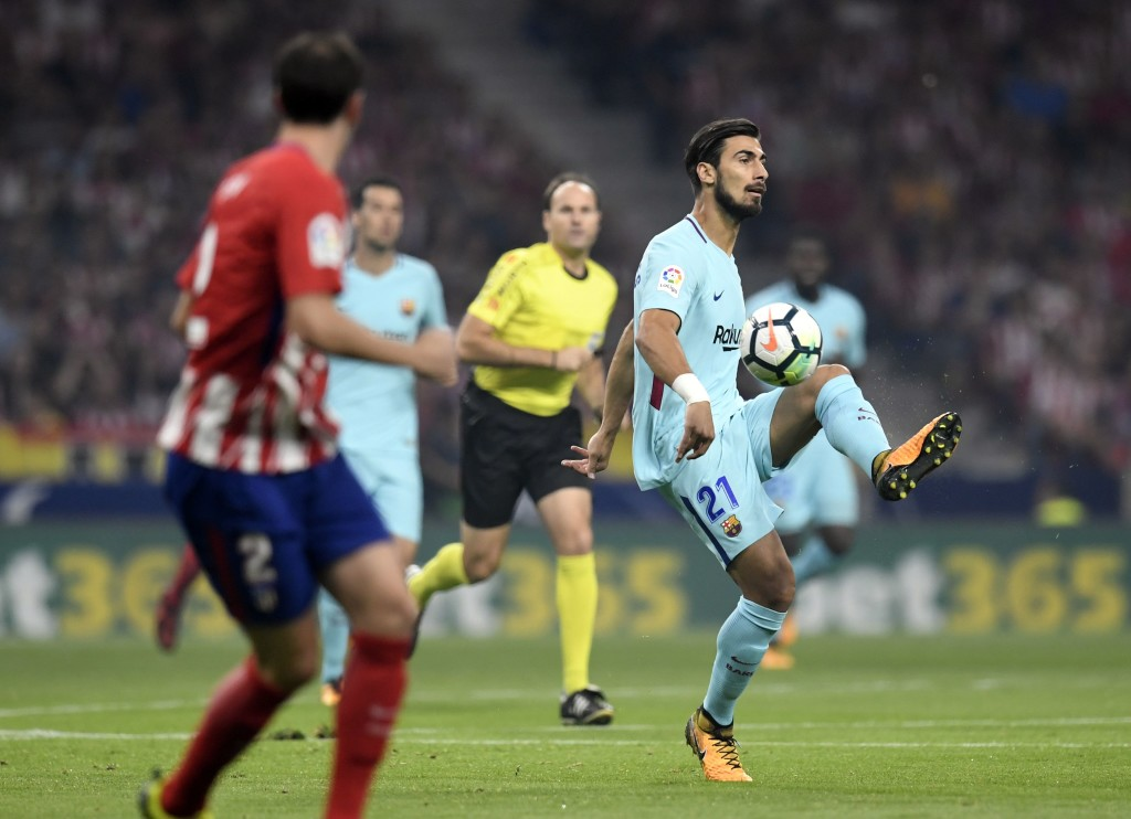 Barcelona's Portuguese midfielder Andre Gomes controls the ball during the Spanish league football match Club Atletico de Madrid vs FC Barcelona at the Wanda Metropolitano stadium in Madrid on October 14, 2017. / AFP PHOTO / GABRIEL BOUYS (Photo credit should read GABRIEL BOUYS/AFP/Getty Images)