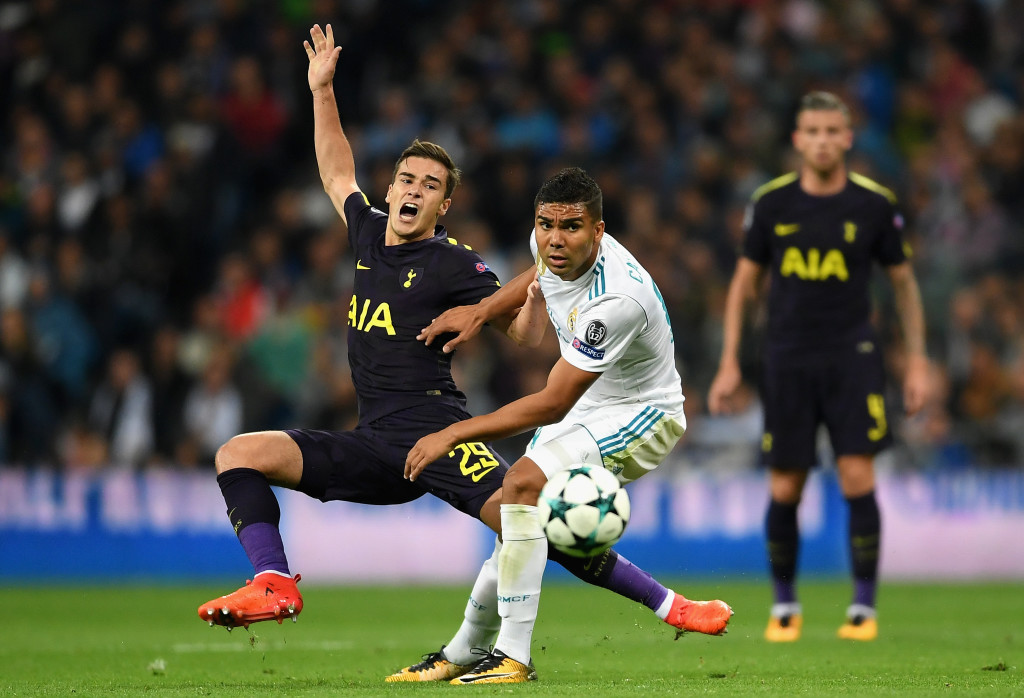MADRID, SPAIN - OCTOBER 17: Harry Winks of Tottenham Hotspur is fouled by Casemiro of Real Madrid during the UEFA Champions League group H match between Real Madrid and Tottenham Hotspur at Estadio Santiago Bernabeu on October 17, 2017 in Madrid, Spain. (Photo by Laurence Griffiths/Getty Images)