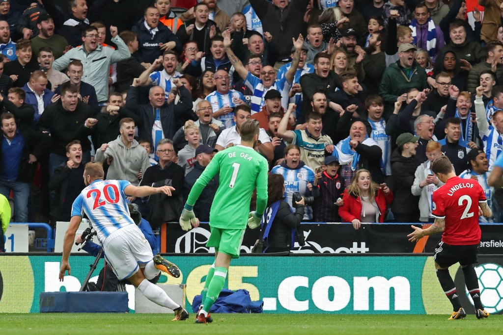 Huddersfield Town's Belgian striker Laurent Depoitre (L) turns to celebrate after scoring their second goal during the English Premier League football match between Huddersfield Town and Manchester United at the John Smith's stadium in Huddersfield, northern England on October 21, 2017. / AFP PHOTO / Lindsey PARNABY / RESTRICTED TO EDITORIAL USE. No use with unauthorized audio, video, data, fixture lists, club/league logos or 'live' services. Online in-match use limited to 75 images, no video emulation. No use in betting, games or single club/league/player publications. / (Photo credit should read LINDSEY PARNABY/AFP/Getty Images)
