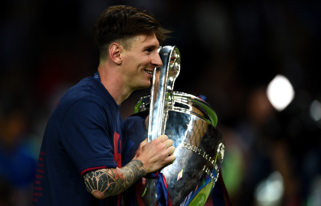 Lionel Messi with the Champions League trophy in 2015