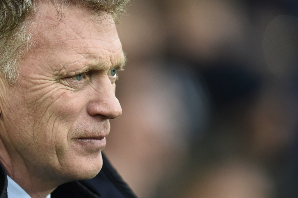 Sunderland's Scottish manager David Moyes waits for kick off of the English Premier League football match between Everton and Sunderland at Goodison Park in Liverpool, north west England onmm February 25, 2017. / AFP PHOTO / Oli SCARFF / RESTRICTED TO EDITORIAL USE. No use with unauthorized audio, video, data, fixture lists, club/league logos or 'live' services. Online in-match use limited to 75 images, no video emulation. No use in betting, games or single club/league/player publications. / (Photo credit should read OLI SCARFF/AFP/Getty Images)