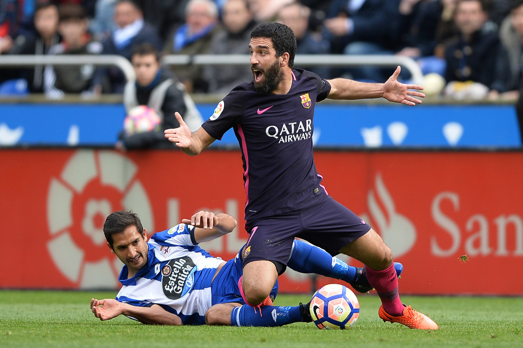 LA CORUNA, SPAIN - MARCH 12: Celso Borges of RC Deportivo La Coruna competes for the ball with Arda Turan of FC Barcelona during the La Liga match between RC Deportivo La Coruna and FC Barcelona at Riazor Stadium on March 12, 2017 in La Coruna, Spain. (Photo by Octavio Passos/Getty Images)
