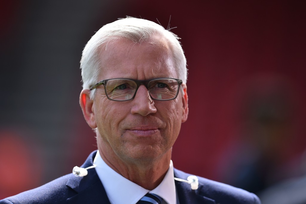 Former manager of Crystal Palace and Newcastle, Alan Pardew arrives to work for the media ahead of the English Premier League football match between Bournemouth and Manchester City at the Vitality Stadium in Bournemouth, southern England on August 26, 2017. / AFP PHOTO / Glyn KIRK / RESTRICTED TO EDITORIAL USE. No use with unauthorized audio, video, data, fixture lists, club/league logos or 'live' services. Online in-match use limited to 75 images, no video emulation. No use in betting, games or single club/league/player publications. / (Photo credit should read GLYN KIRK/AFP/Getty Images)
