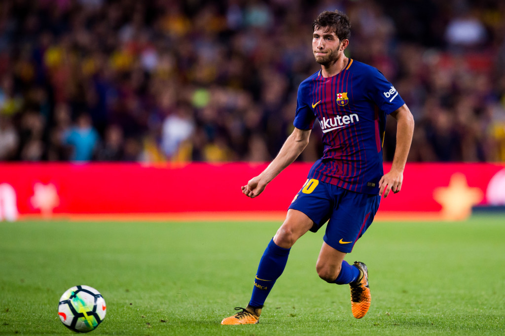 BARCELONA, SPAIN - OCTOBER 21: Sergi Roberto of FC Barcelona plays the ball during the La Liga match between Barcelona and Malaga at Camp Nou on October 21, 2017 in Barcelona, Spain. (Photo by Alex Caparros/Getty Images)