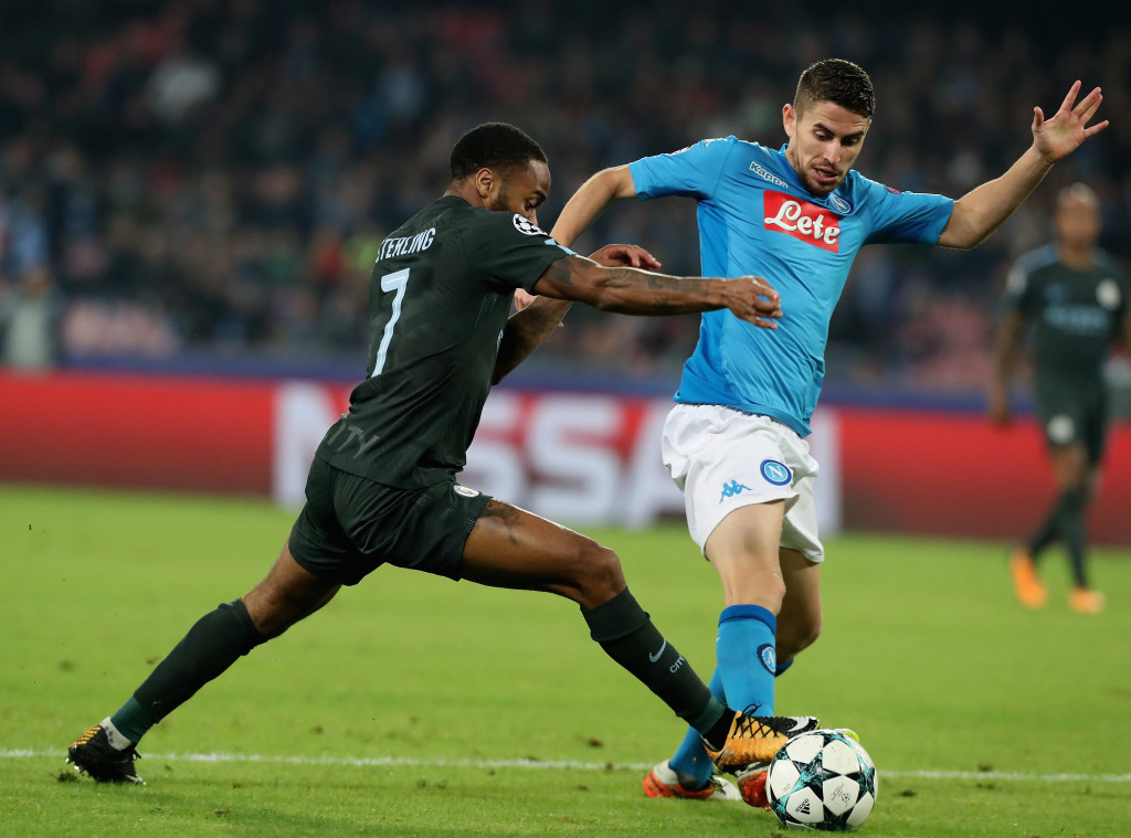 NAPLES, ITALY - NOVEMBER 01: Jorginho (R) of Napoli competes for the ball with Raheem Starling of Manchester City during the UEFA Champions League group F match between SSC Napoli and Manchester City at Stadio San Paolo on November 1, 2017 in Naples, Italy. (Photo by Maurizio Lagana/Getty Images)