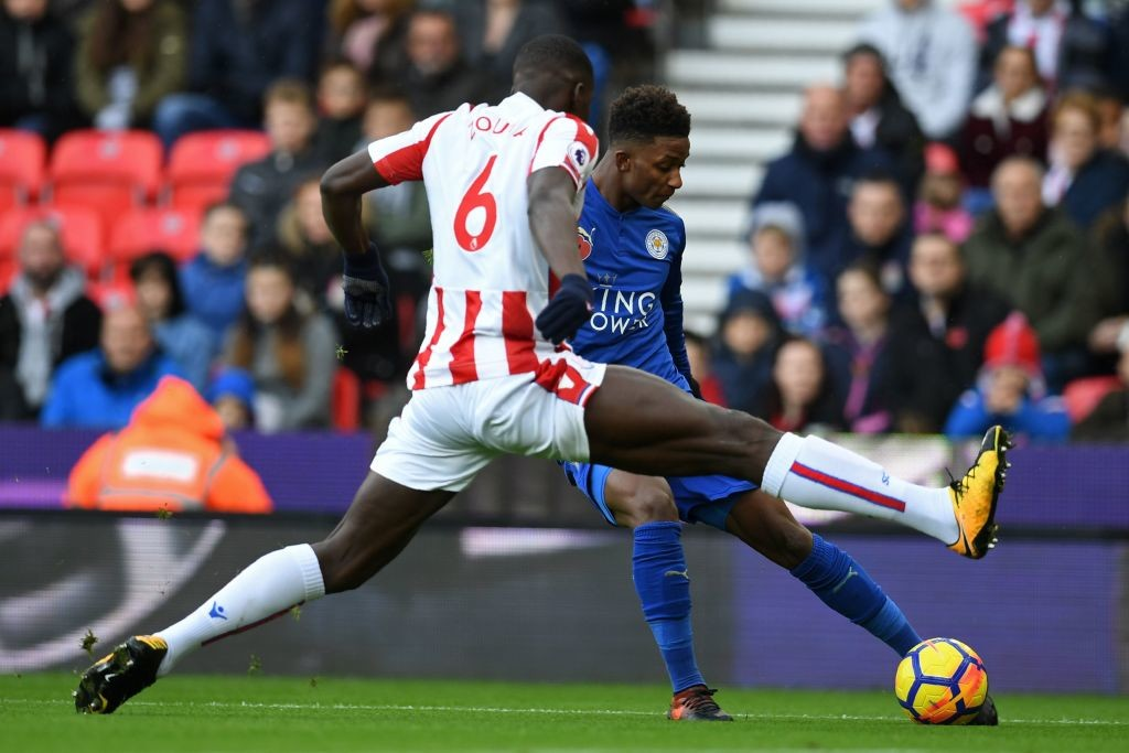 Demarai Gray (R) vies with Kurt Zouma