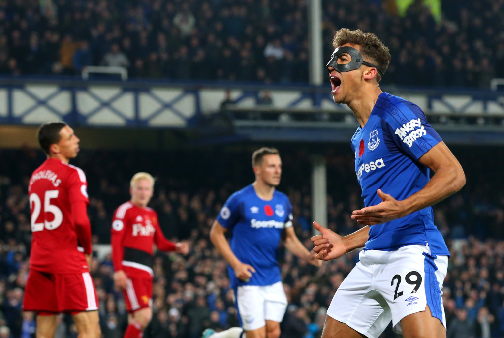 LIVERPOOL, ENGLAND - NOVEMBER 05: Dominic Calvert-Lewin of Everton celebrates scoring his sides second goal during the Premier League match between Everton and Watford at Goodison Park on November 5, 2017 in Liverpool, England. (Photo by Alex Livesey/Getty Images)