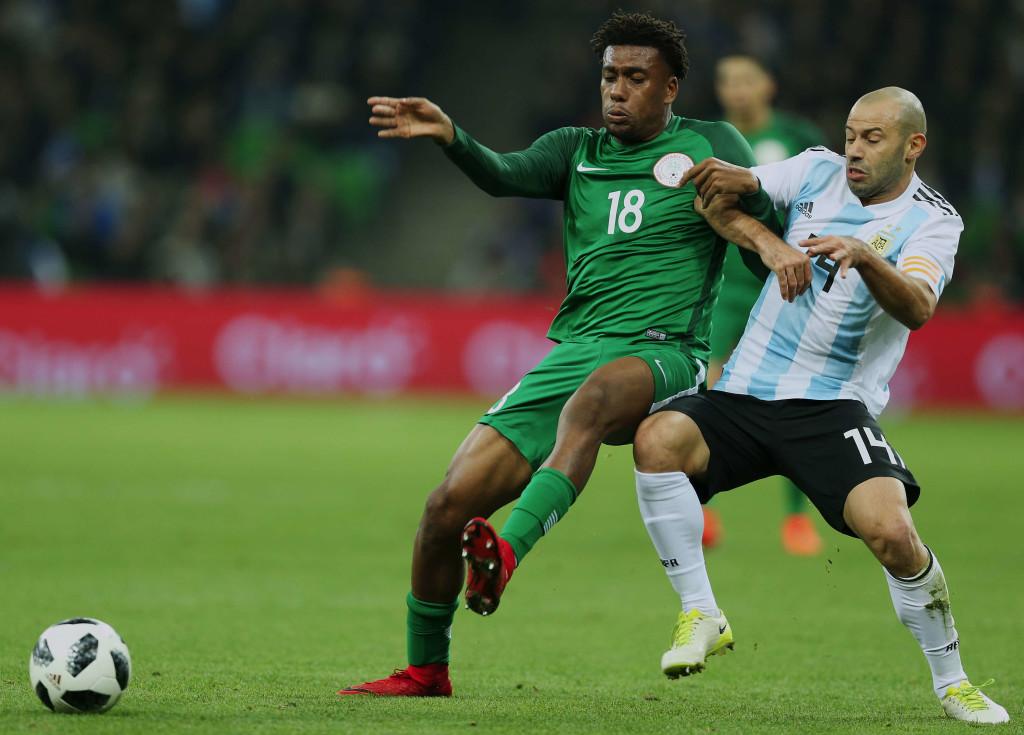 Nigeria forward Alex Iwobi (l)