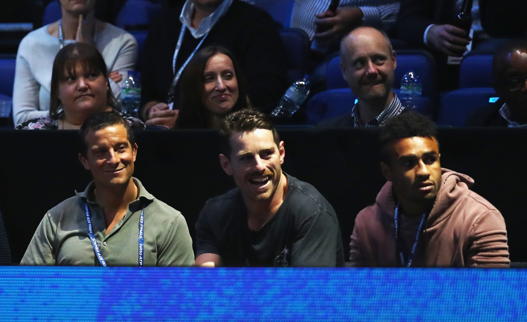 Adventurer Bear Grylls (l), Bernard Foley and Will Genia (r) of the Australian Wallabies watched Federer's match on Thursday.