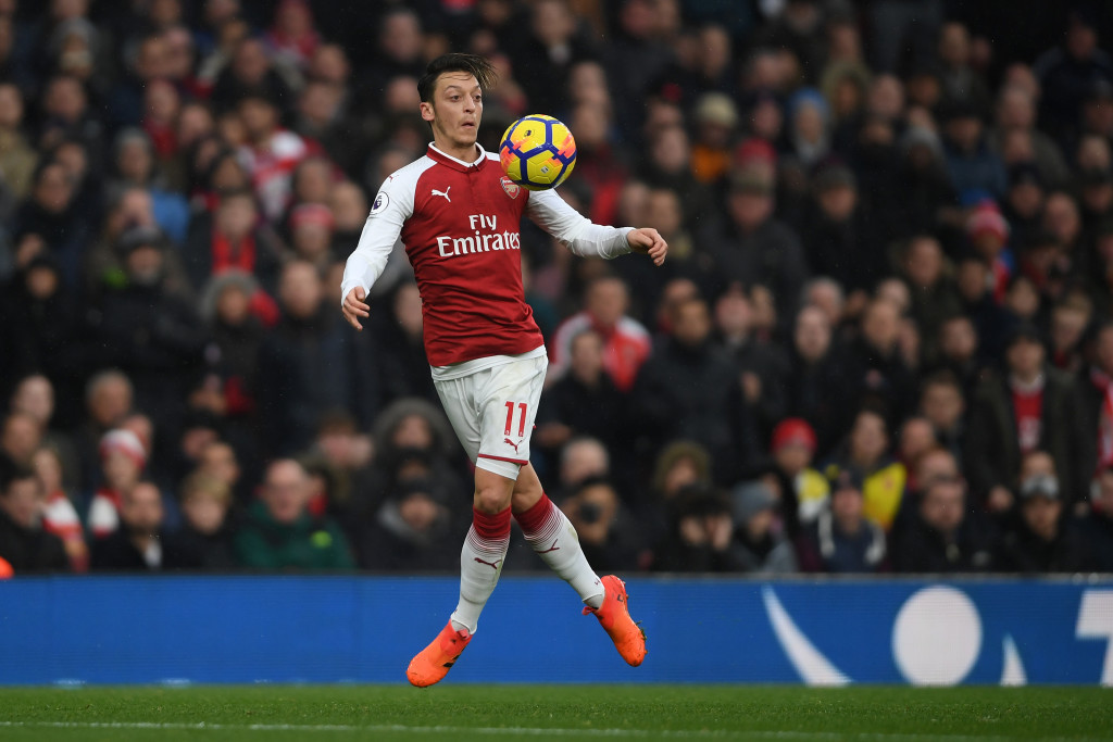 LONDON, ENGLAND - NOVEMBER 18: Mesut Ozil of Arsenal in action during the Premier League match between Arsenal and Tottenham Hotspur at Emirates Stadium on November 18, 2017 in London, England. (Photo by Mike Hewitt/Getty Images)
