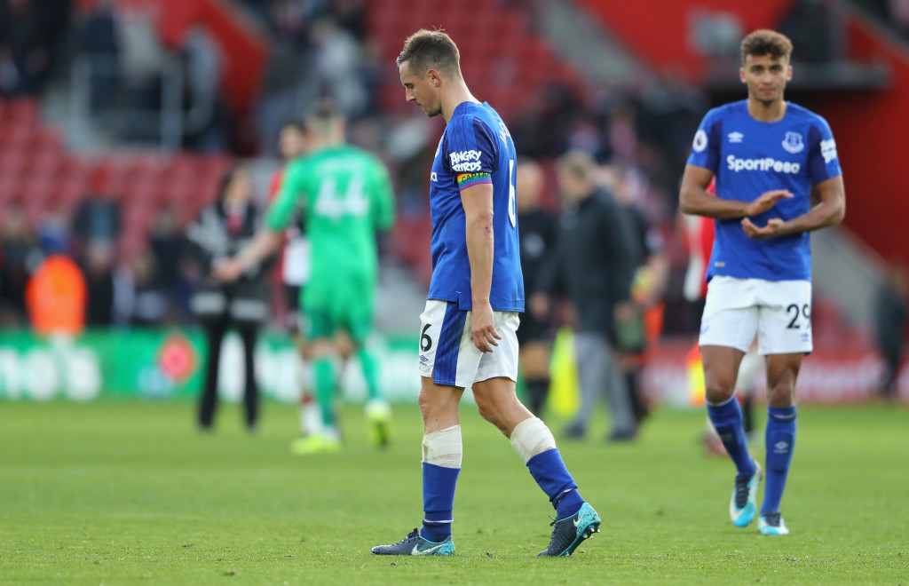 SOUTHAMPTON, ENGLAND - NOVEMBER 26: Phil Jagielka and Dominic Calvert-Lewin of Everton look dejected after the Premier League match between Southampton and Everton at St Mary's Stadium on November 26, 2017 in Southampton, England. (Photo by Richard Heathcote/Getty Images)