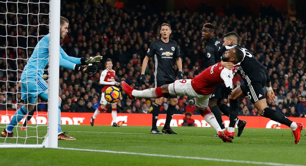 The story of the game: Lacazette could beat the United defence, but not De Gea.
