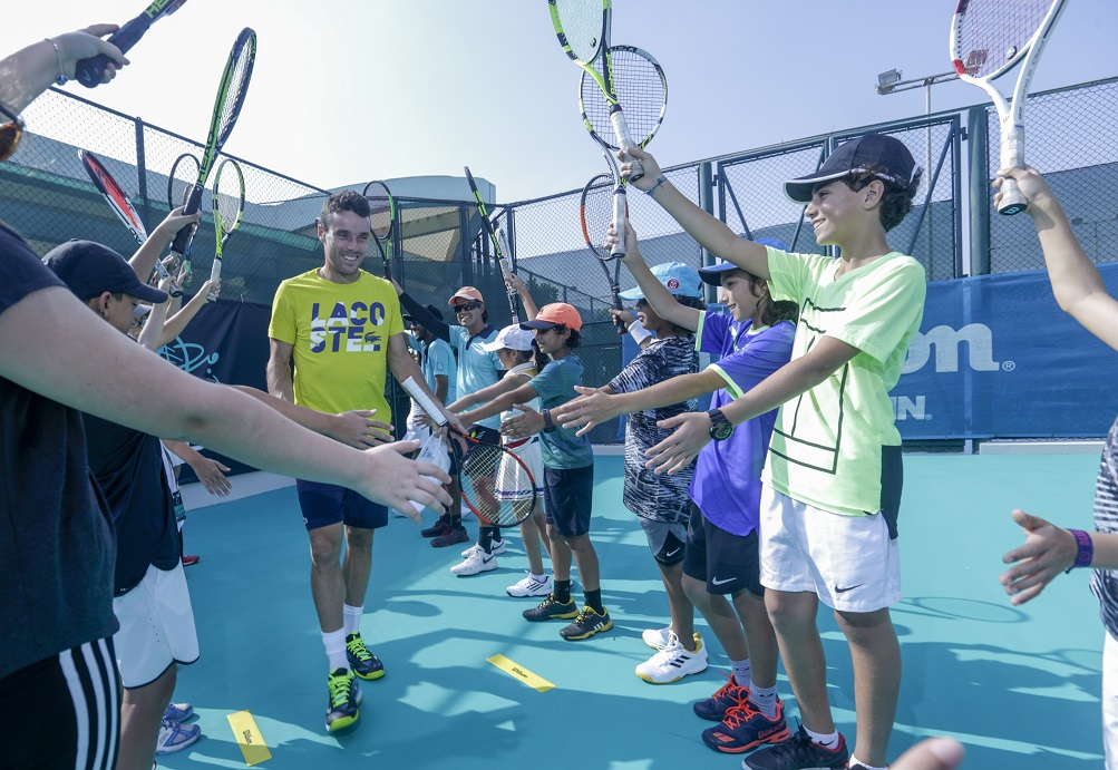 Roberto Bautista Agut takes part in the tennis clinic.