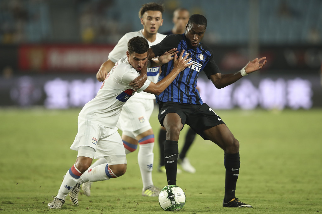 NANJING, CHINA - JULY 24: Geoffrey Kondogbia of FC Internationale competes for the ball with Houssem Aouar of Olympique Lyonnais during the 2017 International Champions Cup China match between Olympique Lyonnais and FC Internationale at Olympic Sports Centre Stadium on July 24, 2017 in Nanjing, China. (Photo by Lintao Zhang/Getty Images)
