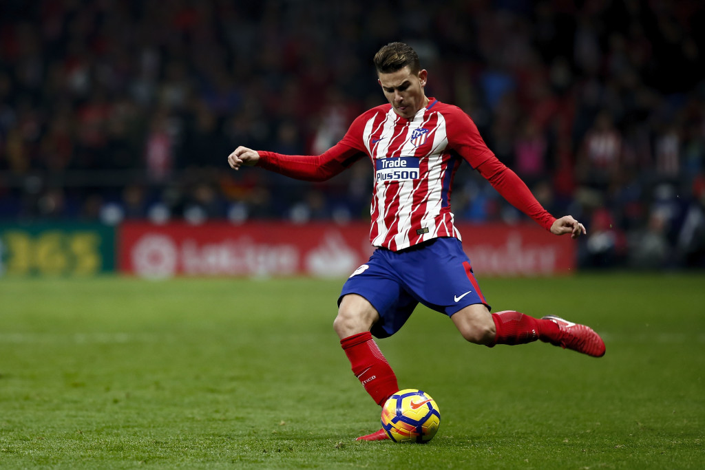 MADRID, SPAIN - NOVEMBER 18: Lucas Hernandez of Atletico de Madrid controls the ball during the La Liga match between Club Atletico Madrid and Real Madrid CF at Estadio Wanda Metropolitano on November 18, 2017 in Madrid, Spain. (Photo by Gonzalo Arroyo Moreno/Getty Images)
