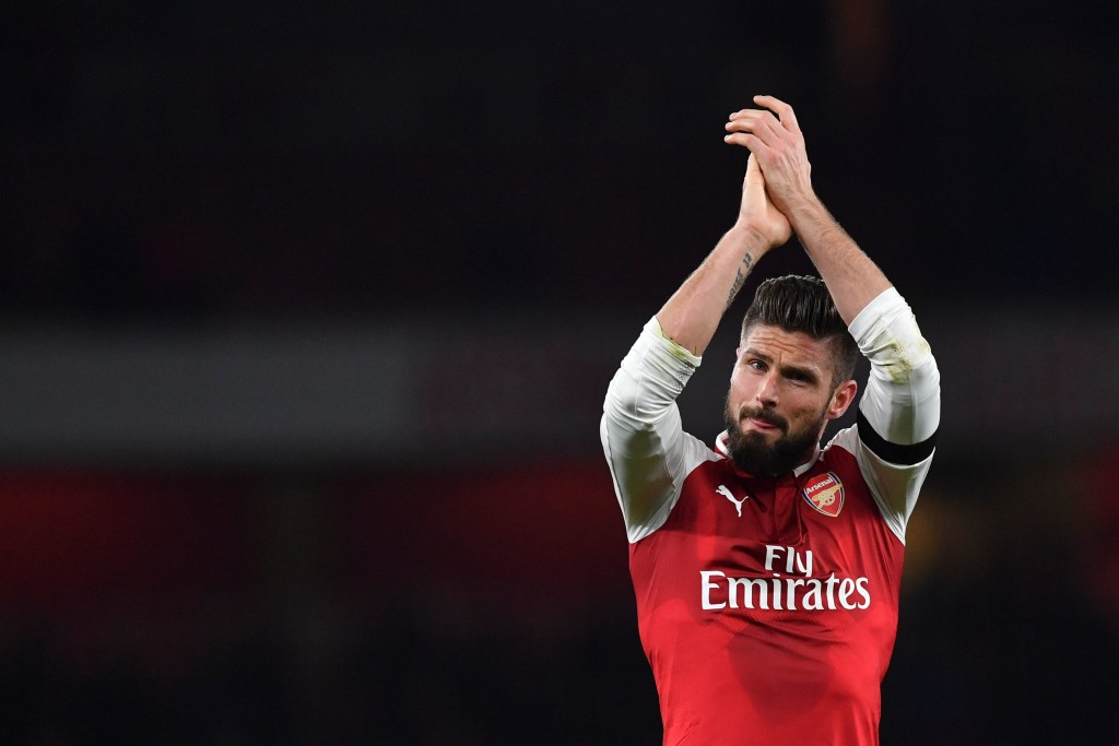 Arsenal's French striker Olivier Giroud applauds supporters on the pitch after the English Premier League football match between Arsenal and Huddersfield Town at the Emirates Stadium in London on November 29, 2017. / AFP PHOTO / Ben STANSALL / RESTRICTED TO EDITORIAL USE. No use with unauthorized audio, video, data, fixture lists, club/league logos or 'live' services. Online in-match use limited to 75 images, no video emulation. No use in betting, games or single club/league/player publications. / (Photo credit should read BEN STANSALL/AFP/Getty Images)