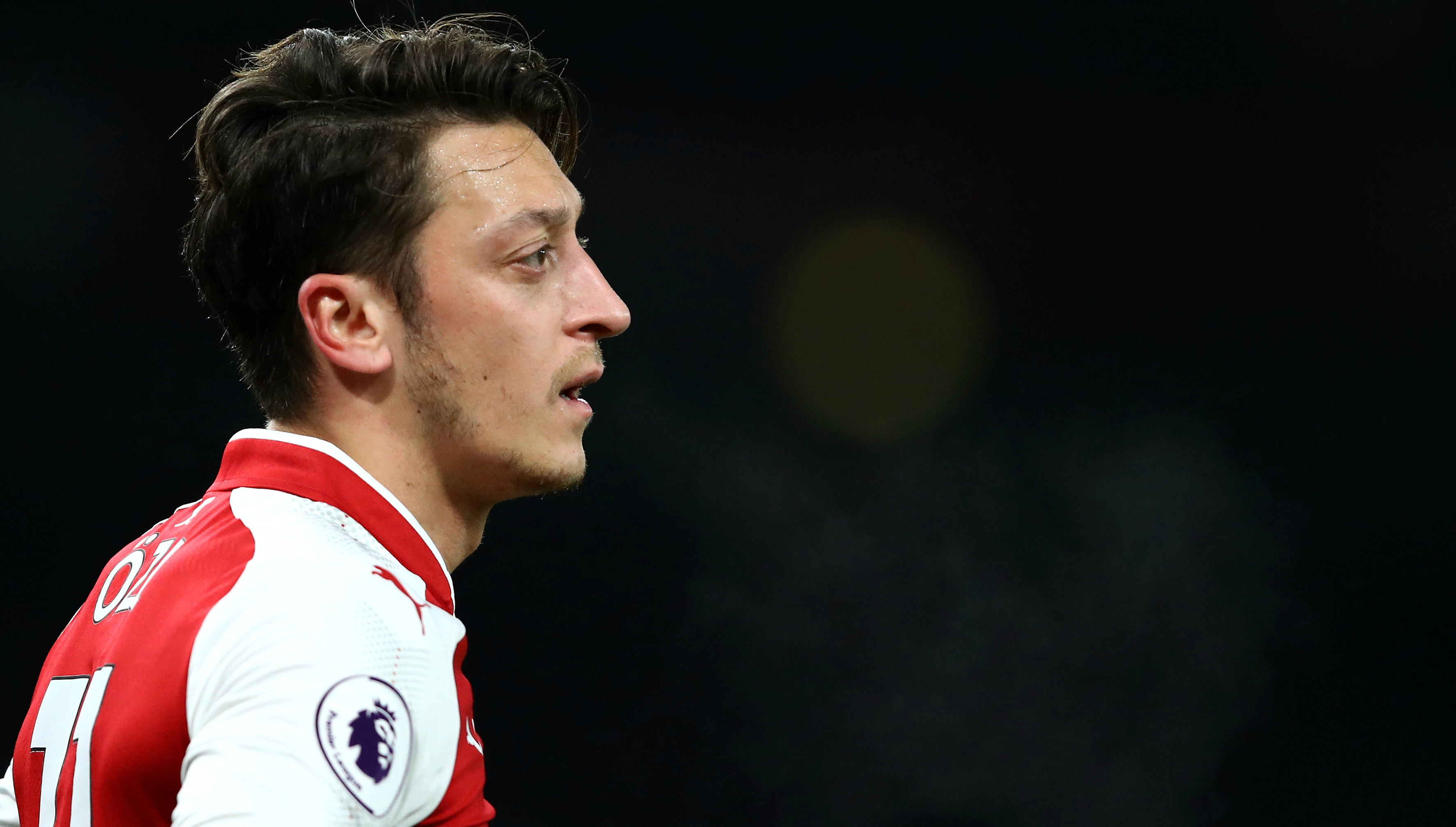 Arsenal to offer Mesut Ozil club-record deal while La Liga