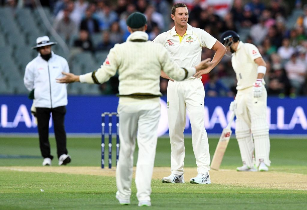 Smith and Hazlewoo cannot believe it as Malan is reprieved by the DRS.