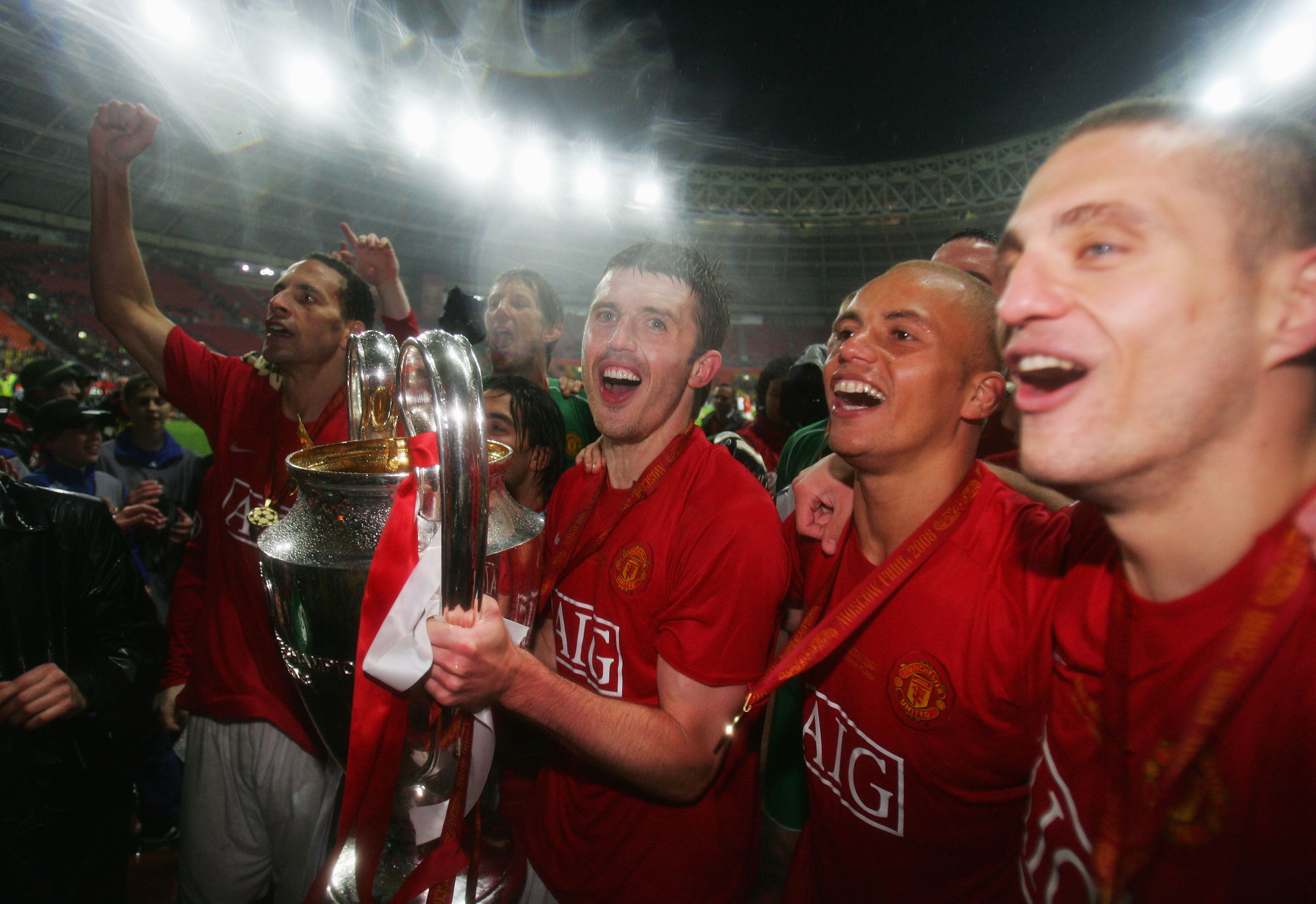 Michael Carrick (c) with the UEFA Champions League trophy in 2008.