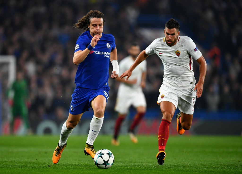 LONDON, ENGLAND - OCTOBER 18: David Luiz of Chelsea and Juan Jesus of AS Roma battle for posession during the UEFA Champions League group C match between Chelsea FC and AS Roma at Stamford Bridge on October 18, 2017 in London, United Kingdom. (Photo by Dan Mullan/Getty Images)