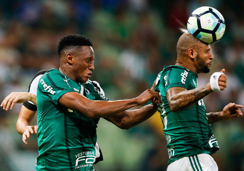 SAO PAULO, BRAZIL - NOVEMBER 27: Yerry Mina (L) and Felipe Melo of Palmeiras in action during the match against Botafogo for the Brasileirao Series A 2017 at Allianz Parque Stadium on November 27, 2017 in Sao Paulo, Brazil. (Photo by Alexandre Schneider/Getty Images)