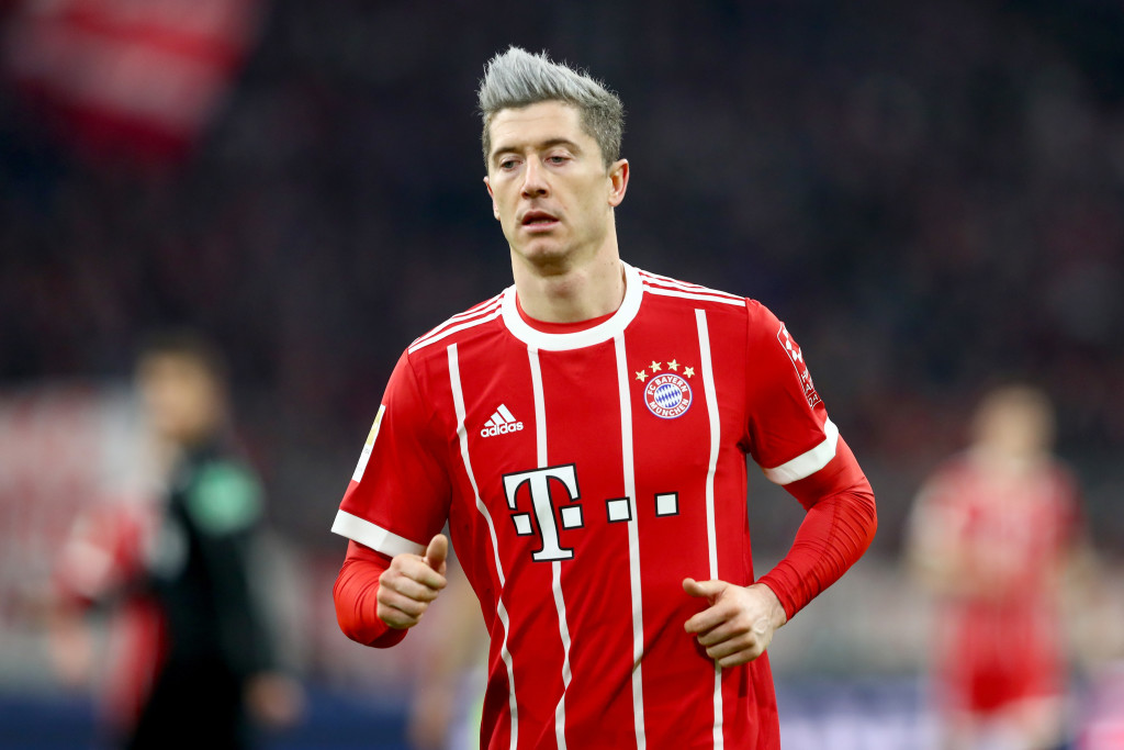 MUNICH, GERMANY - DECEMBER 13: Robert Lewandowski of FC Bayern Muenchen looks on during the Bundesliga match between FC Bayern Muenchen and 1. FC Koeln at Allianz Arena on December 13, 2017 in Munich, Germany. (Photo by Alexander Hassenstein/Bongarts/Getty Images)