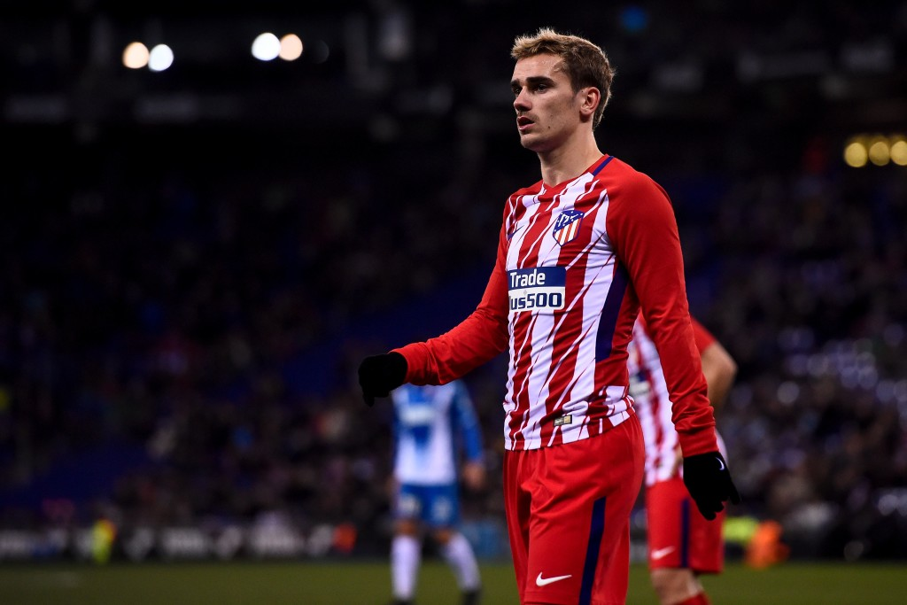 Atletico Madrid's French forward Antoine Griezmann looks on during the Spanish league football match RCD Espanyol vs Club Atletico de Madrid at the RCDE Stadium in Cornella de Llobregat on December 22, 2017. / AFP PHOTO / Josep LAGO (Photo credit should read JOSEP LAGO/AFP/Getty Images)