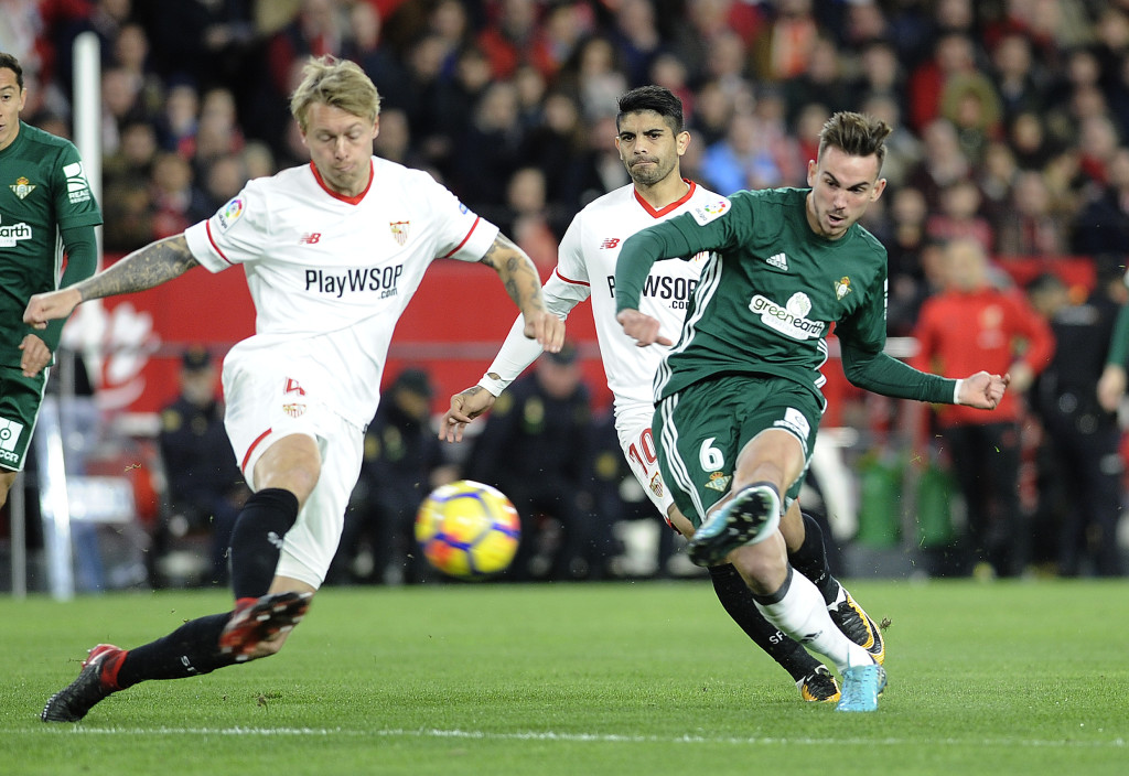 Real Betis' Spanish midfielder Fabian Ruiz (R) scores a goal during the Spanish league football match between Sevilla and Real Betis at the Sanchez Pizjuan stadium in Sevilla on January 6, 2018. / AFP PHOTO / CRISTINA QUICLER        (Photo credit should read CRISTINA QUICLER/AFP/Getty Images)