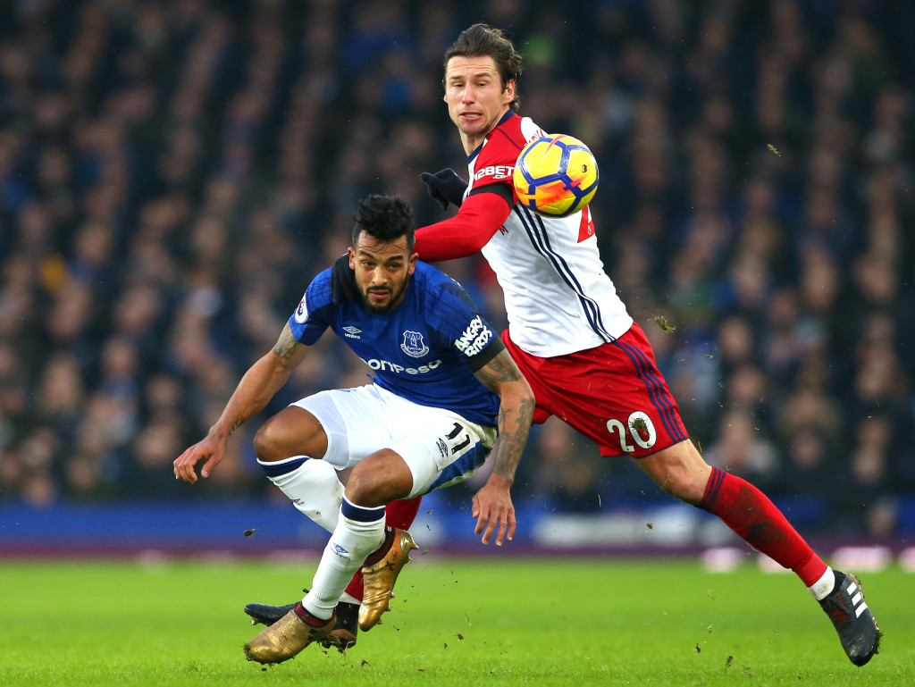 LIVERPOOL, ENGLAND - JANUARY 20: Theo Walcott of Everton is challenged by Grzegorz Krychowiak of West Bromwich Albion during the Premier League match between Everton and West Bromwich Albion at Goodison Park on January 20, 2018 in Liverpool, England. (Photo by Jan Kruger/Getty Images)