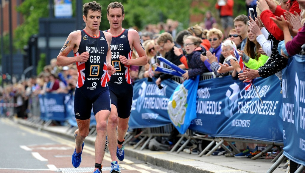 Jonathan (l) and Alistair Brownlee will feature in Abu Dhabi.