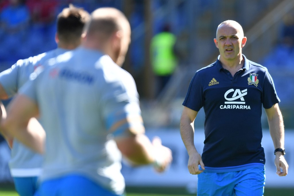 Italy's coach Conor O'Shea (R) leads the warm-up before the International Six Nations rugby union match Italy vs France on March 11, 2017 at the Olympic Stadium in Rome. / AFP PHOTO / Alberto PIZZOLI (Photo credit should read ALBERTO PIZZOLI/AFP/Getty Images)