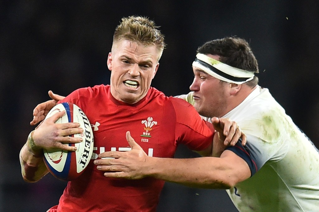 Wales' Gareth Anscombe (L) is tackled during the Six Nations international rugby union match between England and Wales at the Twickenham, west London, on February 10, 2018. / AFP PHOTO / Glyn KIRK (Photo credit should read GLYN KIRK/AFP/Getty Images)