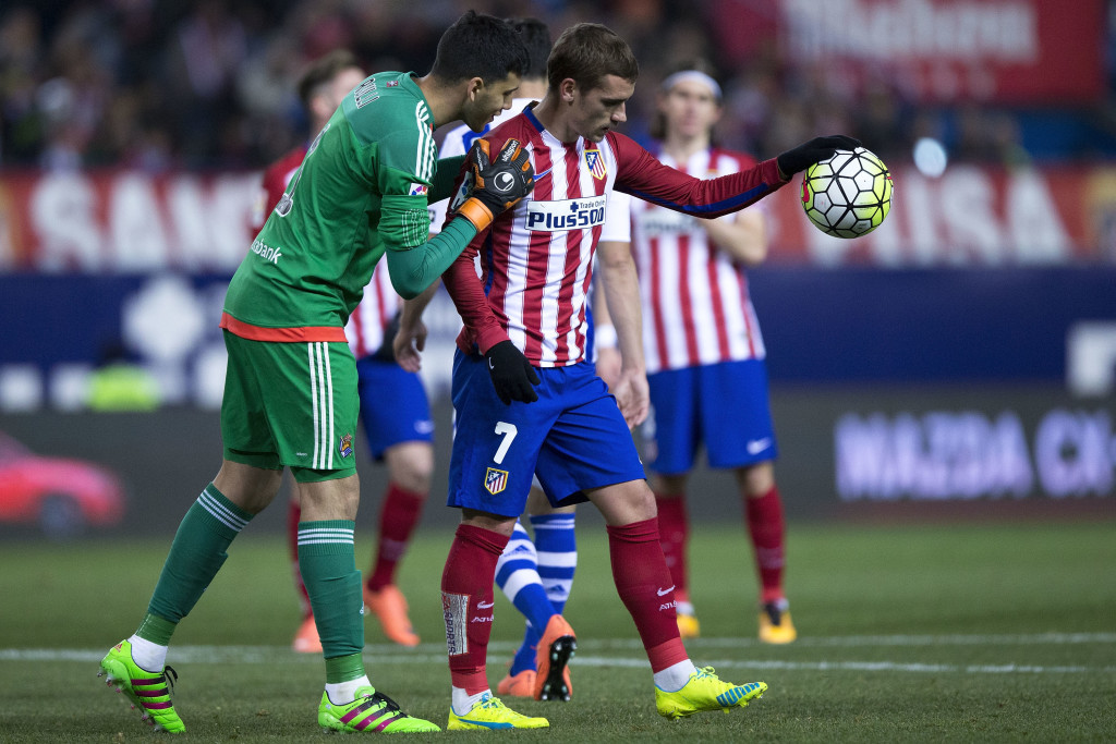 Geronimo Rulli (l) of Real Sociedad tries to put off Antoine Griezmann.