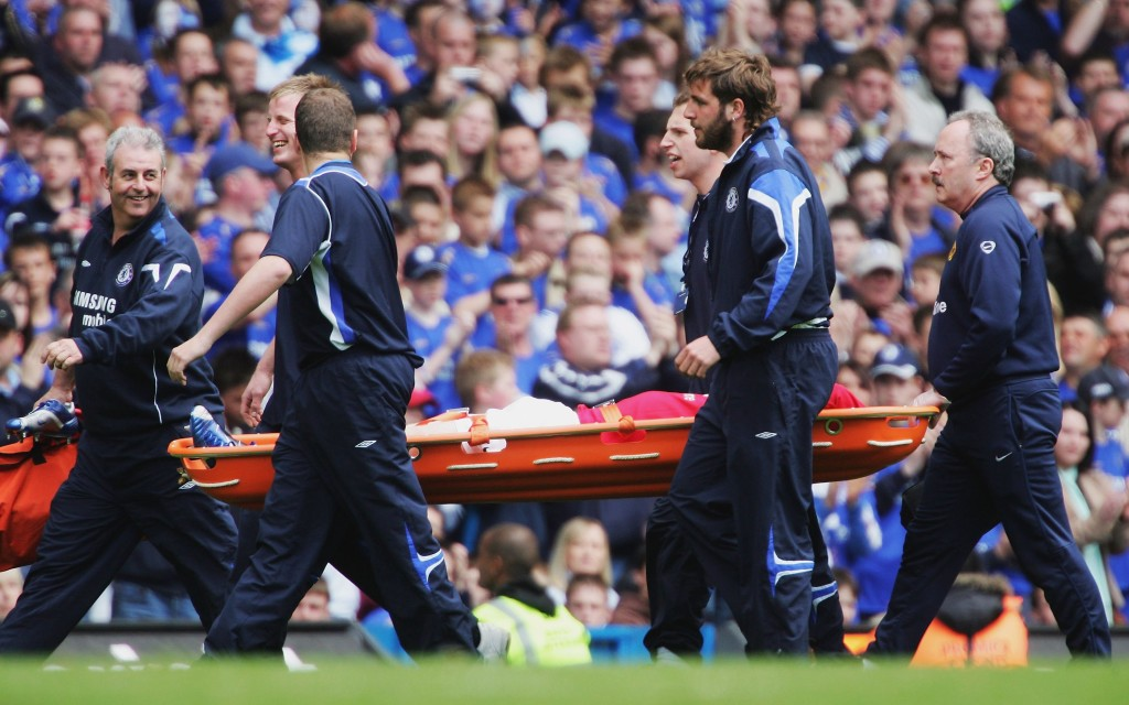LONDON - APRIL 29: Wayne Rooney of Manchester United is stretchered off injured during the Barclays Premiership match between Chelsea and Manchester United at Stamford Bridge on April 29, 2006 in London, England. (Photo by Mike Hewitt/Getty Images)