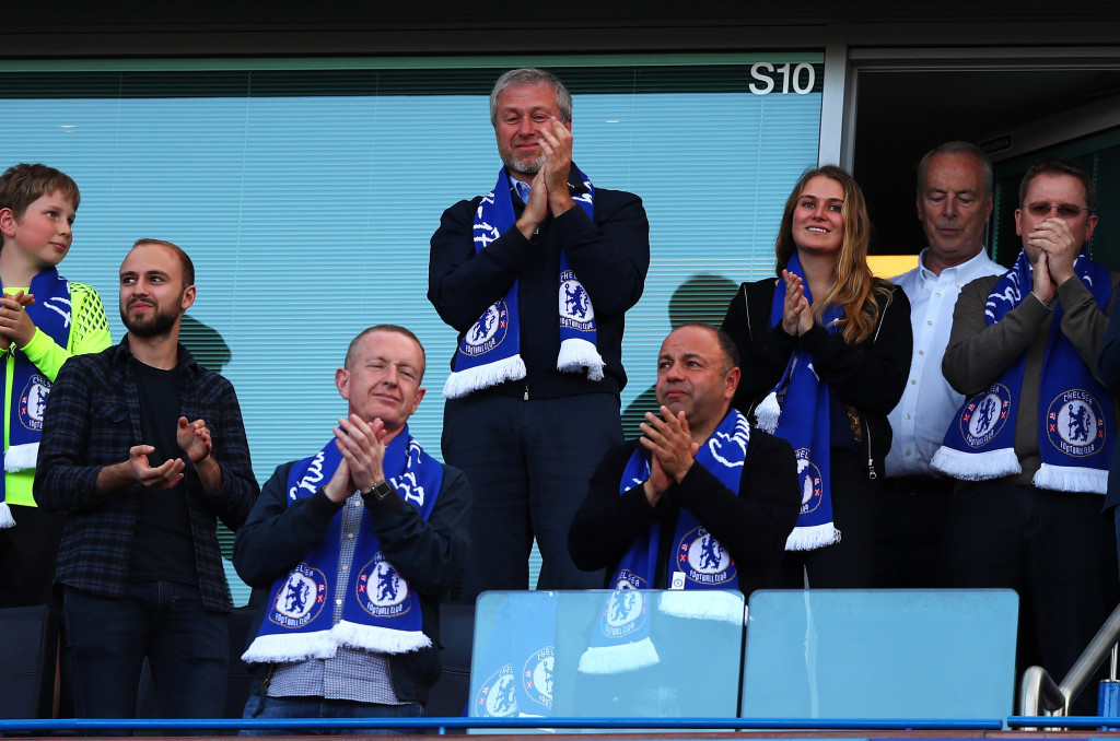 Roman Abramovich (c) in happier times at Chelsea.