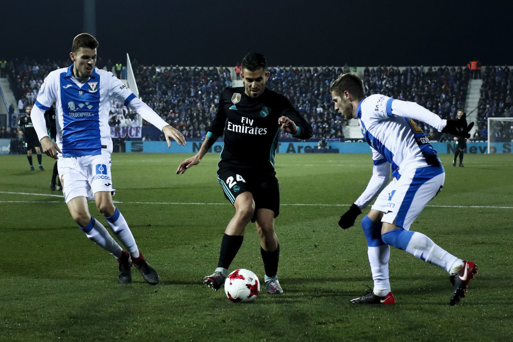 LEGANES, SPAIN - JANUARY 18: Daniel Ceballos (2ndR) of Real Madrid CF competes for the ball with Ruben Perez (R) and his teammate Gerard Gumbau (L) of Deportivo Leganes during the Copa del Rey quarter final first leg match between Real Madrid CF and Club Deportivo Leganes at Estadio Municipal de Butarque on January 18, 2018 in Leganes, Spain. (Photo by Gonzalo Arroyo Moreno/Getty Images)