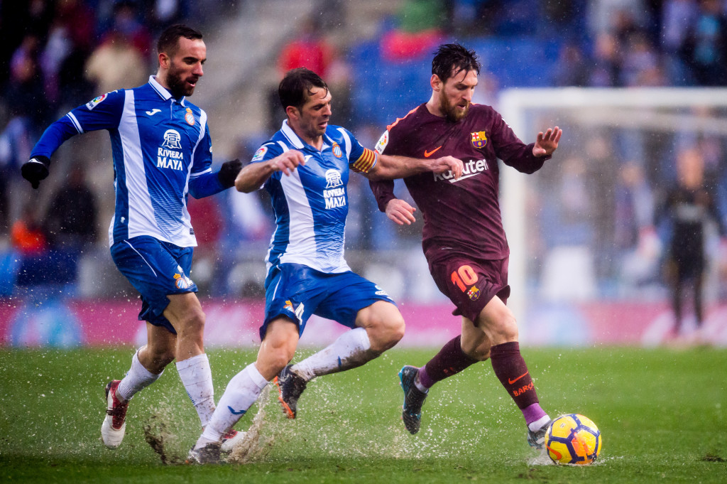 BARCELONA, SPAIN - FEBRUARY 04: Lionel Messi of FC Barcelona fights for the ball with Victor Sanchez (C) and Sergi Darder (L) of RCD Espanyol during the La Liga match between Espanyol and Barcelona at RCDE Stadium on February 4, 2018 in Barcelona, Spain. (Photo by Alex Caparros/Getty Images)