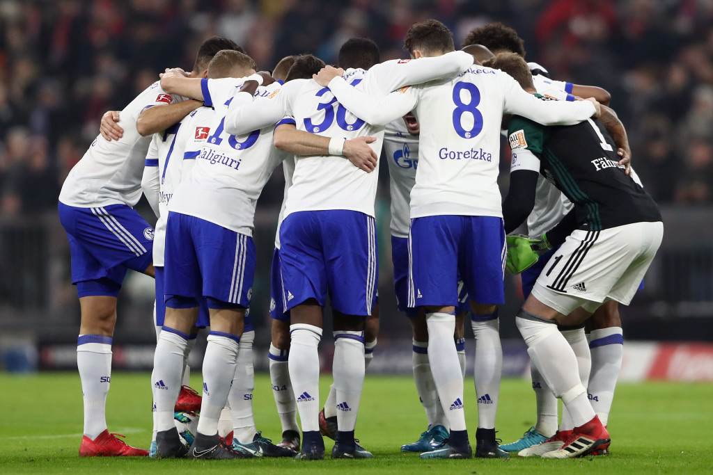 MUNICH, GERMANY - FEBRUARY 10: Players of Schalke huddle prior to the Bundesliga match between FC Bayern Muenchen and FC Schalke 04 at Allianz Arena on February 10, 2018 in Munich, Germany. (Photo by Alex Grimm/Bongarts/Getty Images)