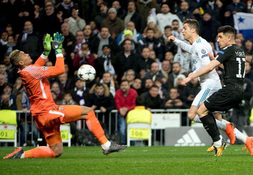Cristiano Ronaldo (2R)