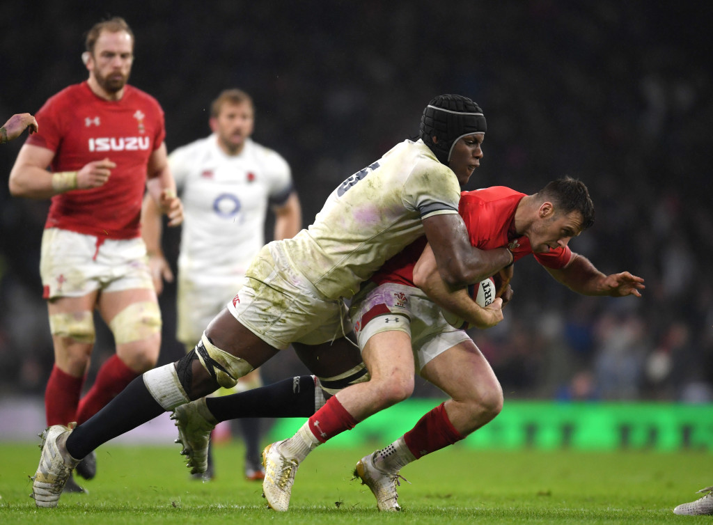 LONDON, ENGLAND - FEBRUARY 10:  Maro Itoje of England tackles Gareth Davies of Wales during the NatWest Six Nations round two match between England and Wales at Twickenham Stadium on February 10, 2018 in London, England.  (Photo by Mike Hewitt/Getty Images)