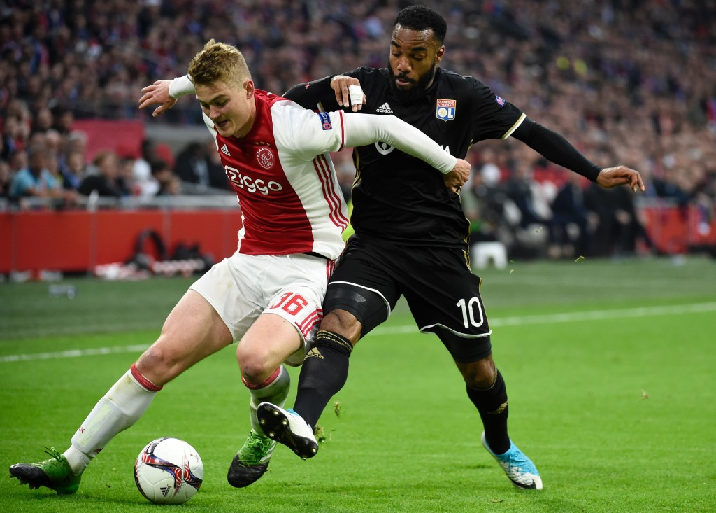Ajax defender Matthijs de Ligt (L) vies with Lyon's French forward Alexandre Lacazette (R) during UEFA Europa League semi-final, first leg, Ajax Amsterdam v Olympique Lyonnais (OL) on May 3, 2017 in Amsterdam. / AFP PHOTO / JEAN-PHILIPPE KSIAZEK (Photo credit should read JEAN-PHILIPPE KSIAZEK/AFP/Getty Images)