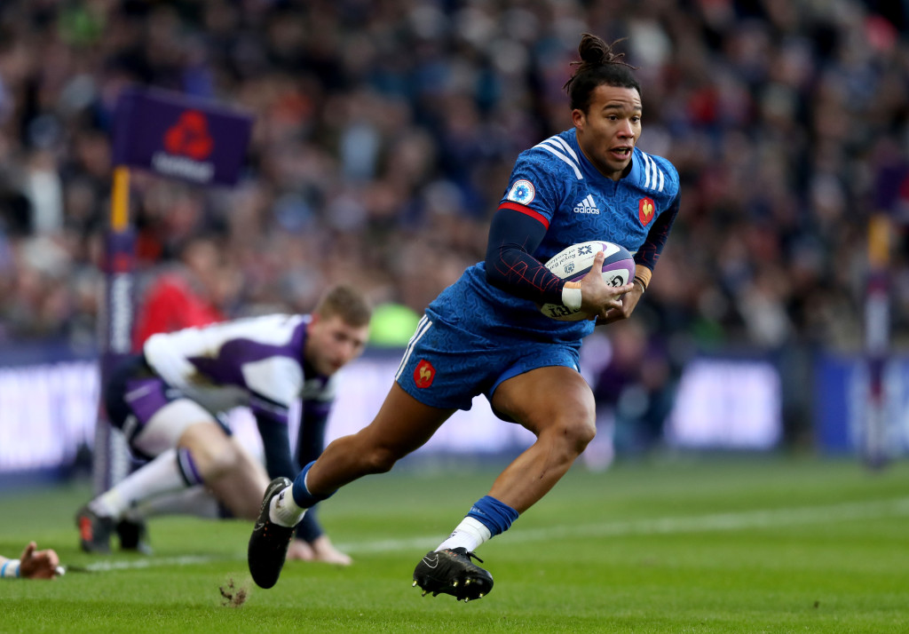 EDINBURGH, SCOTLAND - FEBRUARY 11: Teddy Thomas of France breaks through before scoring his sides first try during the NatWest Six Nations match between Scotland and France at Murrayfield on February 11, 2018 in Edinburgh, Scotland. (Photo by David Rogers/Getty Images)