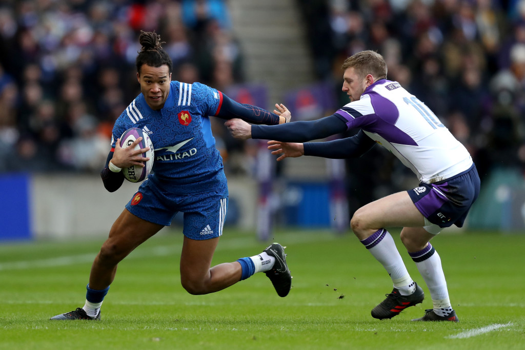 EDINBURGH, SCOTLAND - FEBRUARY 11: Teddy Thomas of France gets past Finn Russell of Scotland and goes on to score his sides first try during the NatWest Six Nations match between Scotland and France at Murrayfield on February 11, 2018 in Edinburgh, Scotland. (Photo by David Rogers/Getty Images)