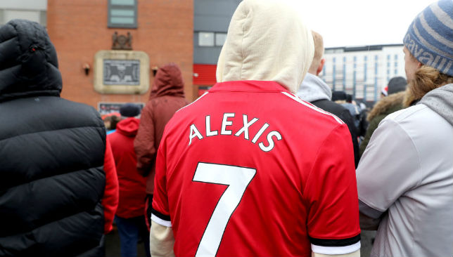 A fan wearing Alexis Sanchez' shirt.