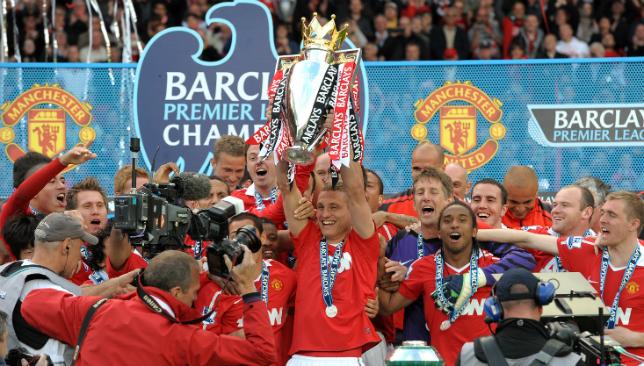Vidic war der letzte United-Kapitän, der 2013 die Premier League-Trophäe holte.