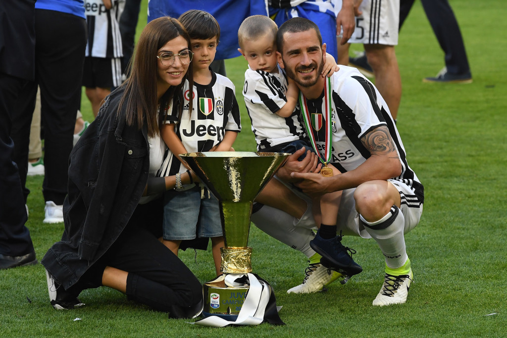 Leonardo Bonucci and family with the 2016/17 Serie A title.