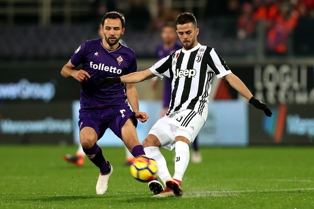 New Fiorentina captain Milan Badelj (l) playing against Juventus.