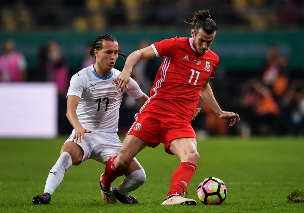 Gareth Bale (r) didn't have time on the ball