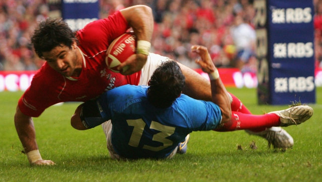 Mike Phillips smashes his way over against Italy